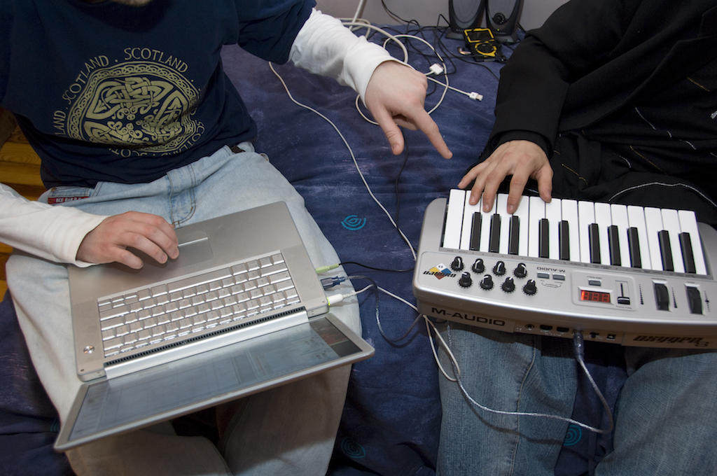 Teacher shows student how to use digital audio program with a keyboard
